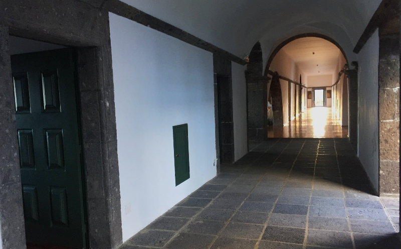 The upper corridor in the Convento de Sao Francisco