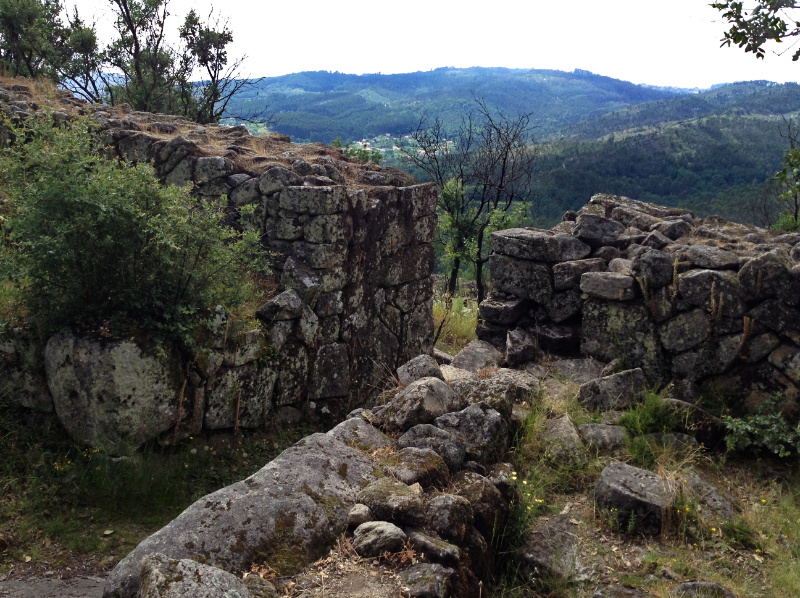The defensive walls of Briteiros