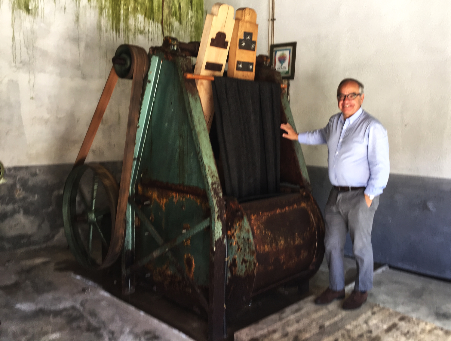 The owner of Ecolã shows off his ancient felting machine