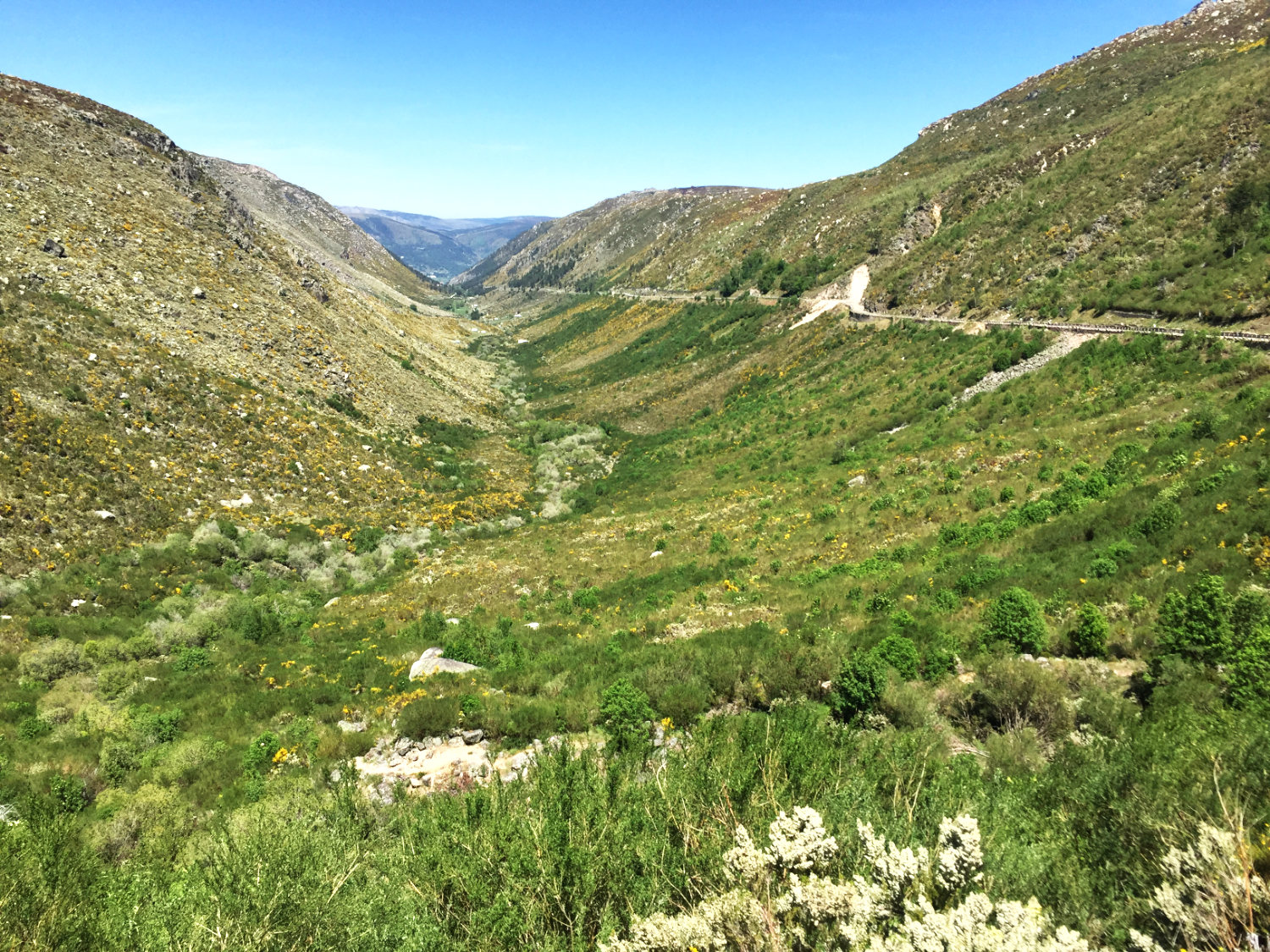 U-shaped glacial valley of the Rive Zêzere