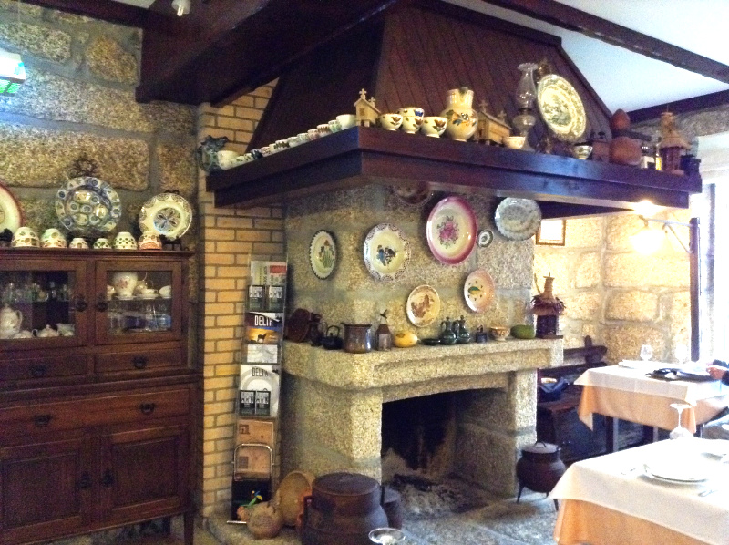 The hearth in the Saber ao Borralho Restaurant