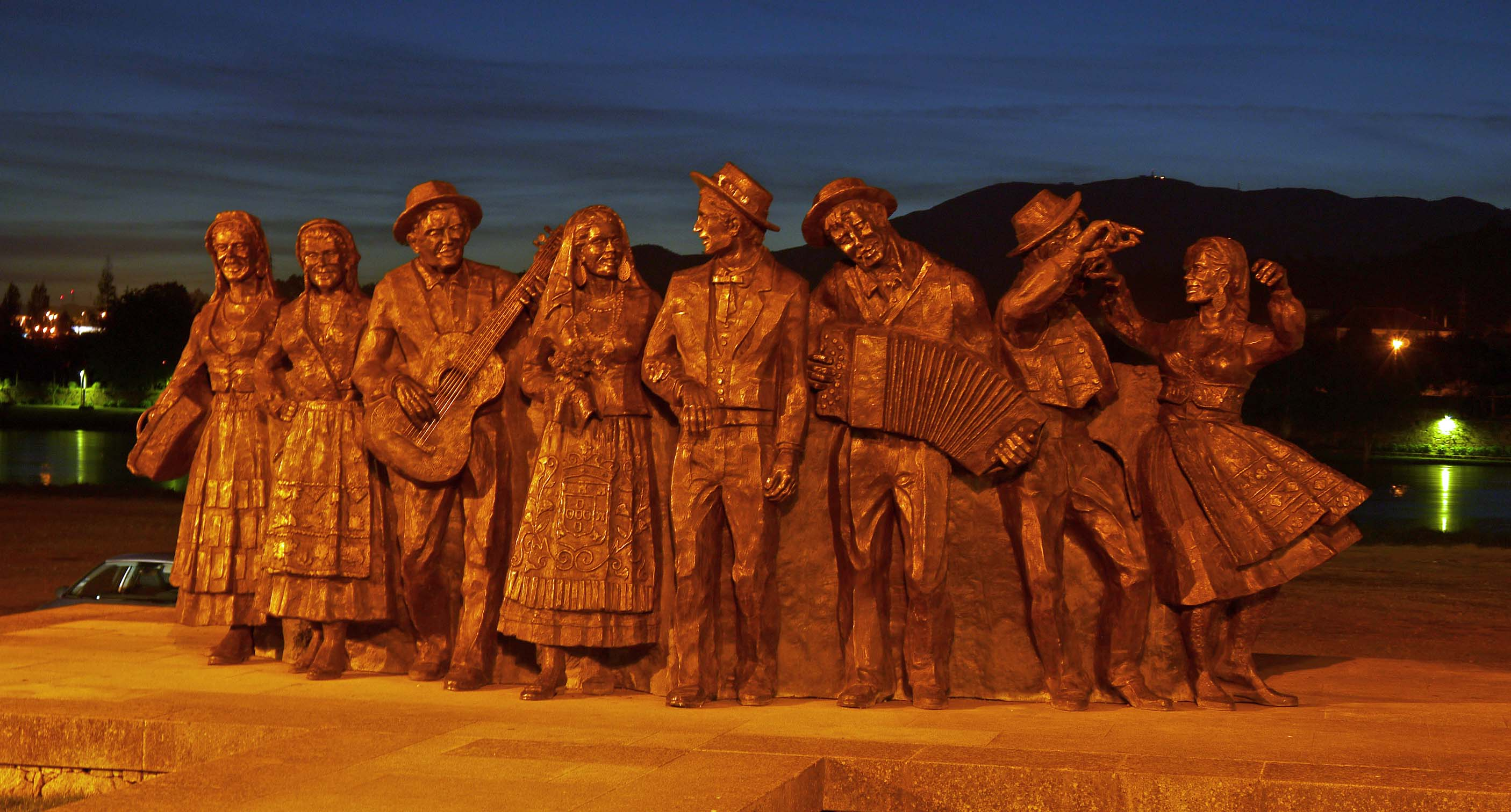 Bronze folklore group