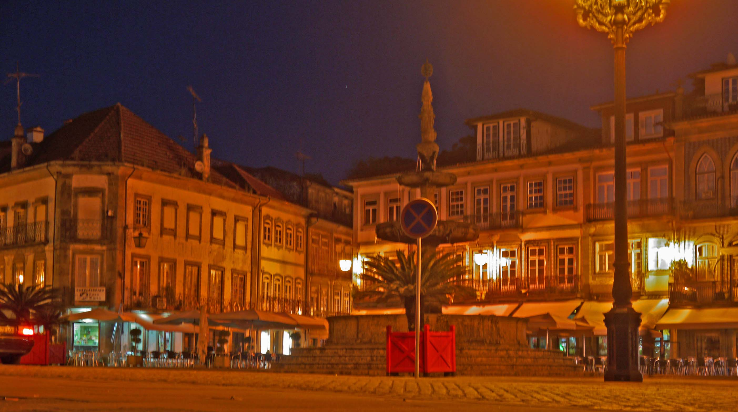 Camoes Square at night