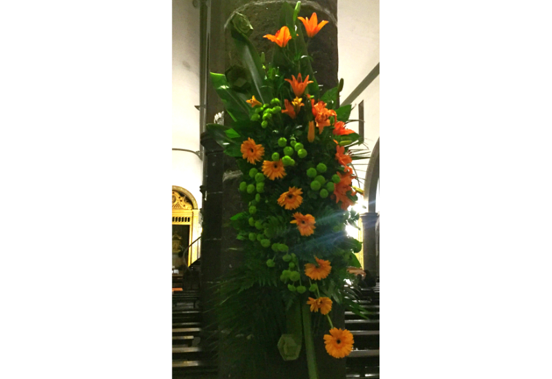 A spray of flowers on a pillar